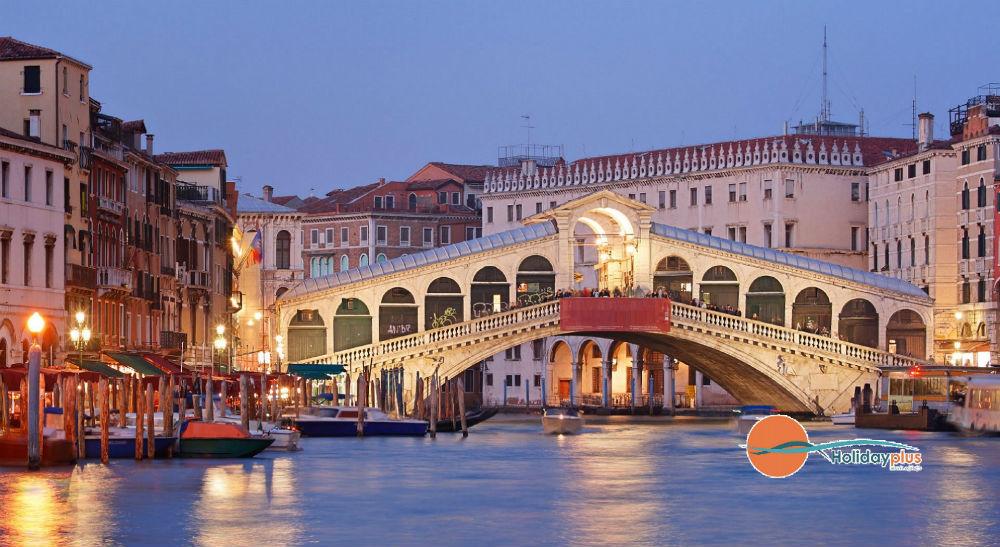 Историята на мостът Риалто - една от емблемите на Венеция