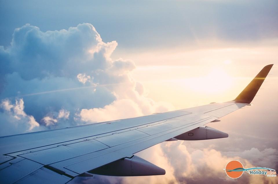 Каква е разликата между чартърните полети и полетите на редовните авиолинии?