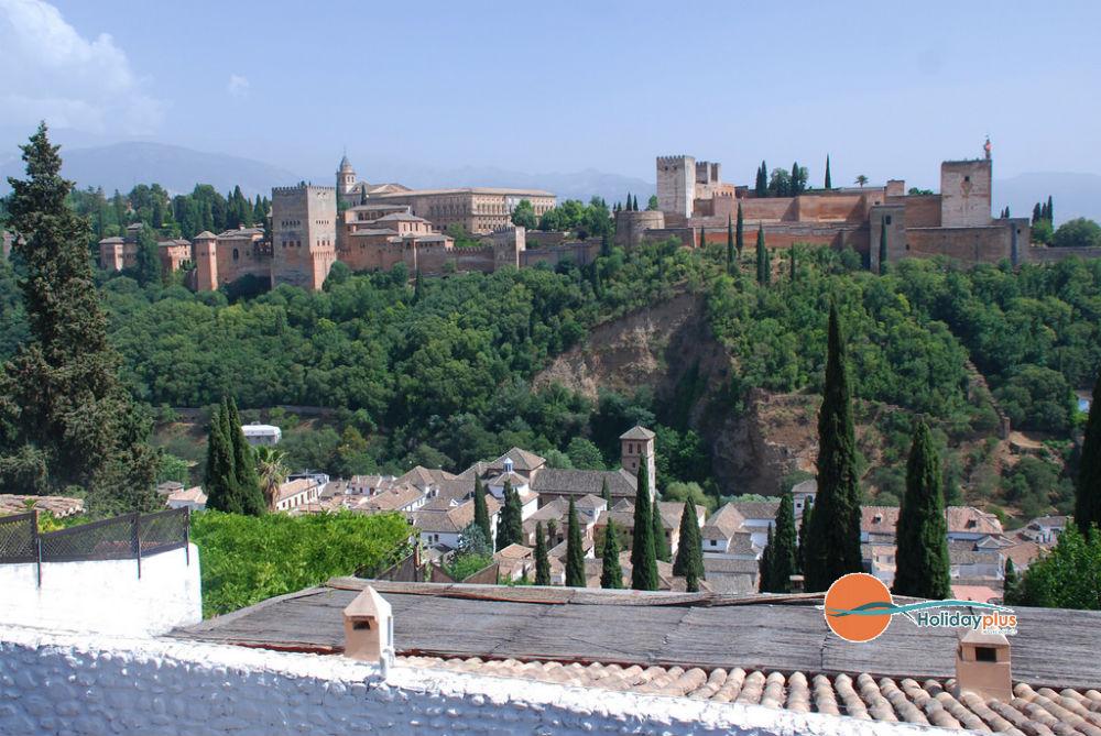 Разходка из слънчева Андалусия - Малага, Нерха и Гранада