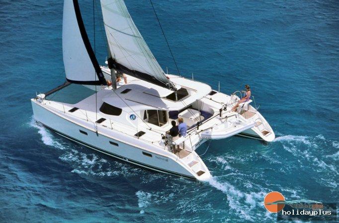 Обиколка на гръцките острови с наем на яхта или катамаран