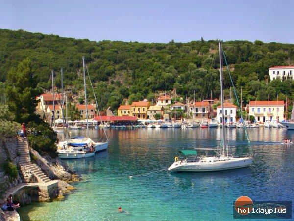Какви дейности предлага пътуването с яхта или катамаран в Егейско и Адриатическо море